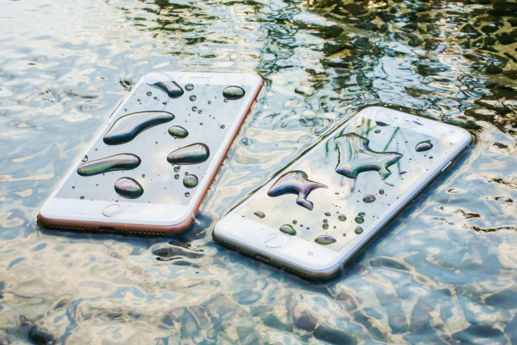 Что делать, если в iPhone попала жидкость?